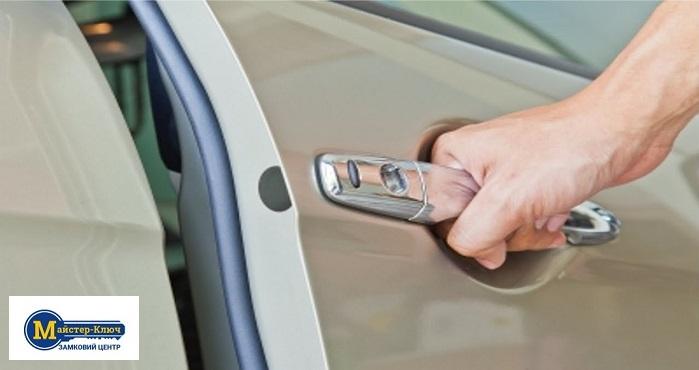 Аварійне відкриття автобомобіля без ключа фото